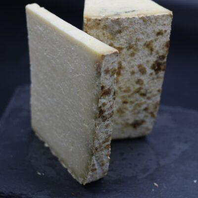 part de gr de cantal entre deux lait cru de l'épicerie primeur nos champs occitans à montauban