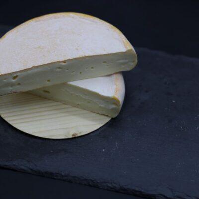 part de 250 gr de reblochon AOP de l'épicerie primeur nos champs occitans à montauban