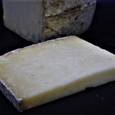portion de 250 gr de fromage salers de l'épicerie primeur nos champs occitans à montauban